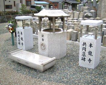 参拝の石柱