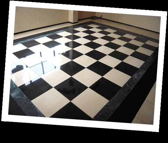 チェック柄の大理石の床
