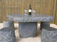 石造物のテーブル
